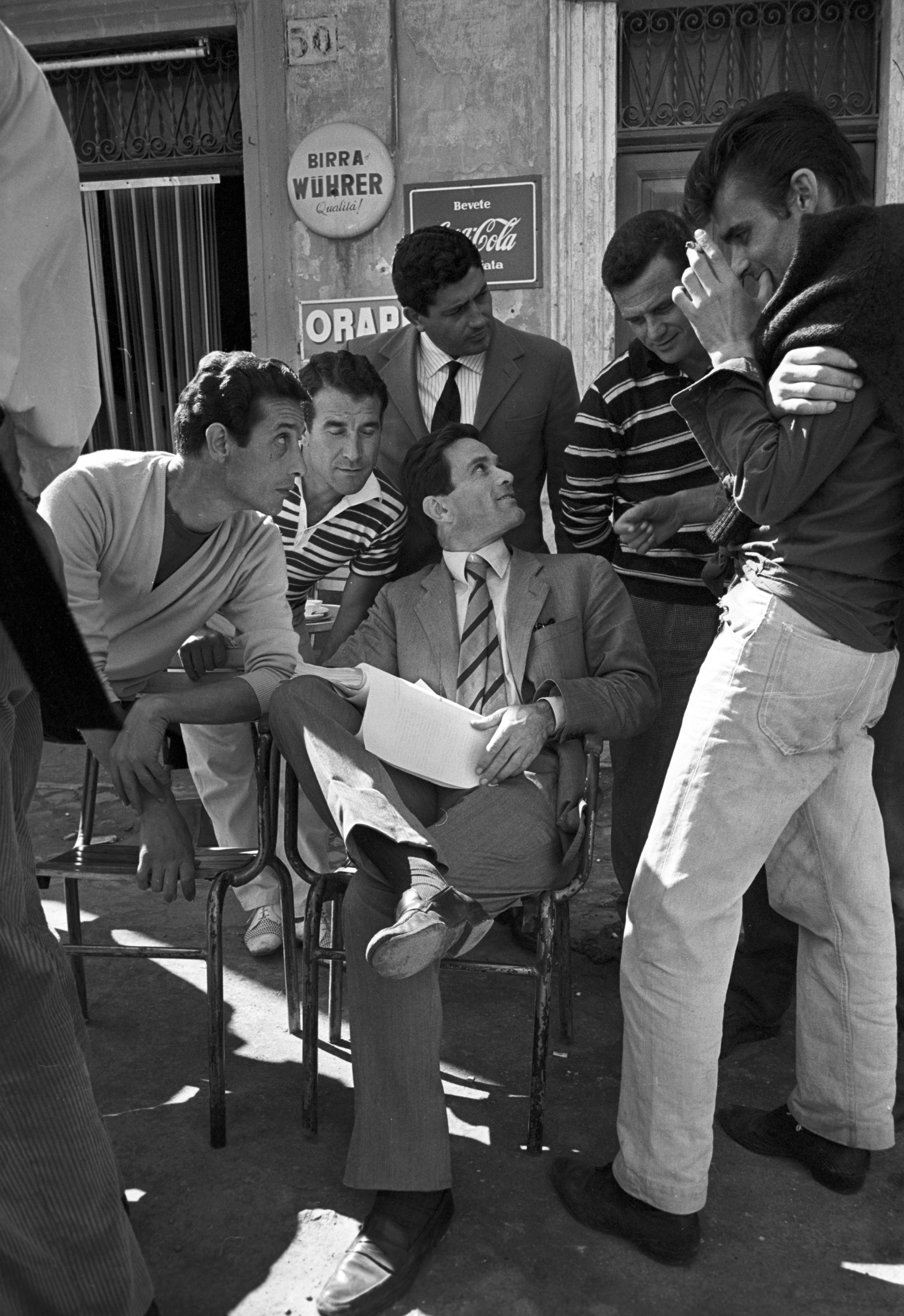 """Pasolini: Pier Paolo Pasolini auf dem Set von """"Accattone"""", 1961 © Reporters Associati – Roma"""