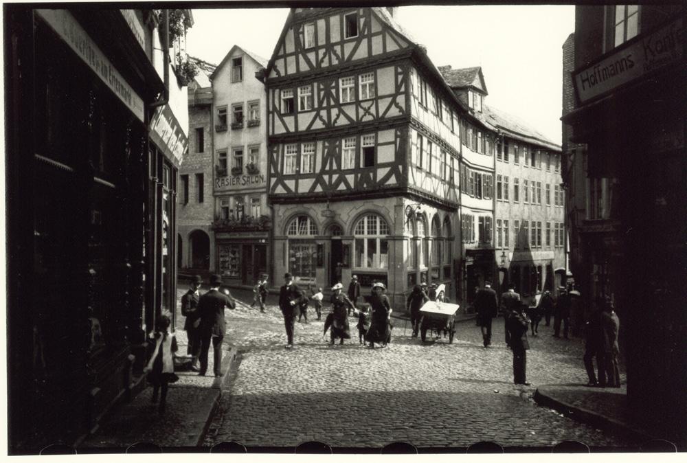Oskar Barnack: Wetzlar Eisenmarkt, 1913 © Leica Camera AG