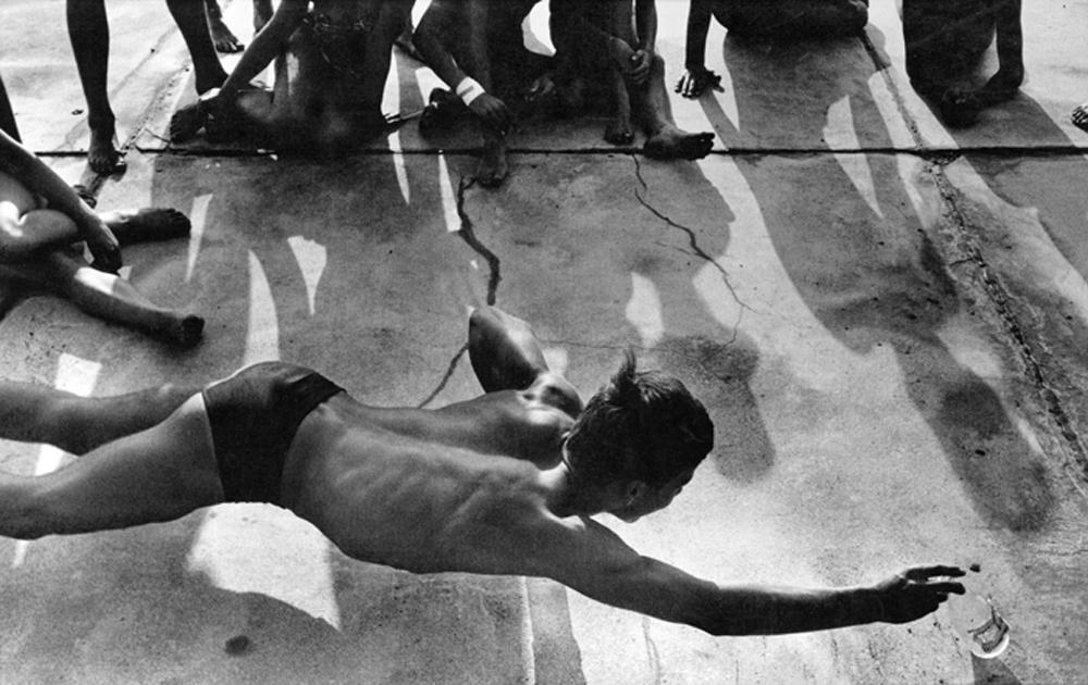 C|O Berlin: Flaschenspiele im Strandbad Wannsee, 1958 © Will McBride