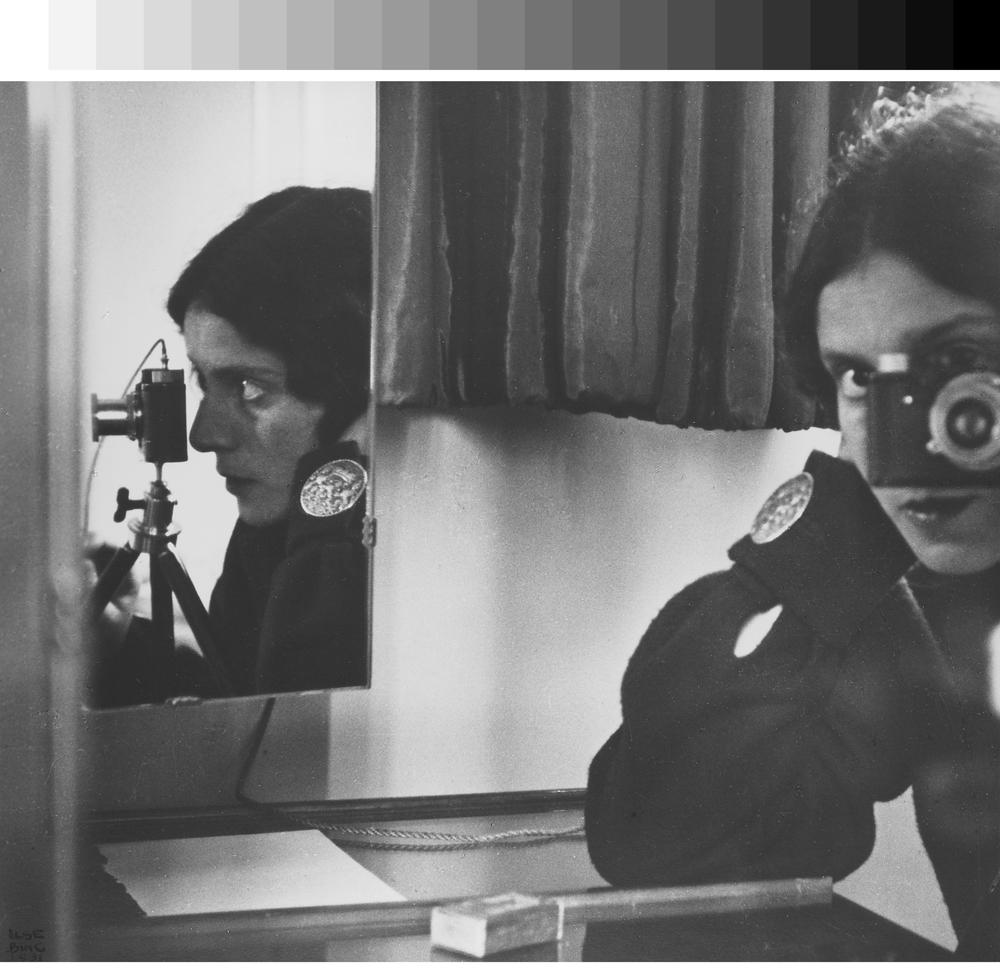 Ilse Bing: Selbstporträt in Spiegeln, 1931 © Leica Camera AG