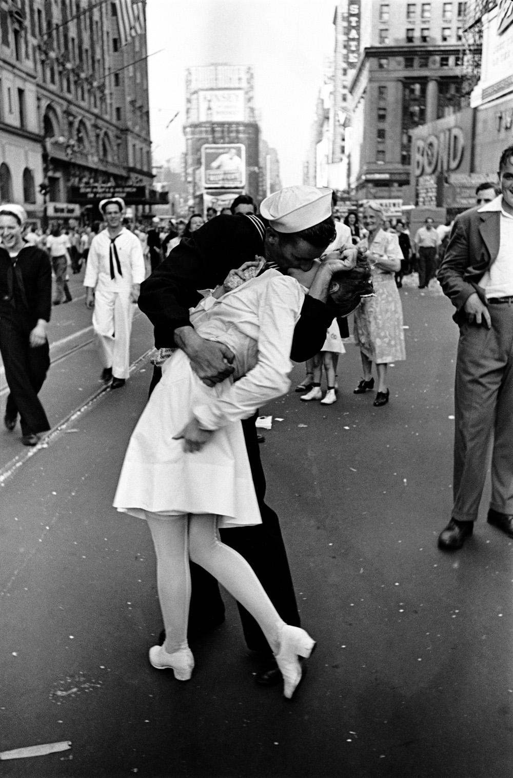 Alfred Eisenstaedt: VJ Day, Times Square, NY, 14. August 1945 © Alfred Eisenstaedt, 2014