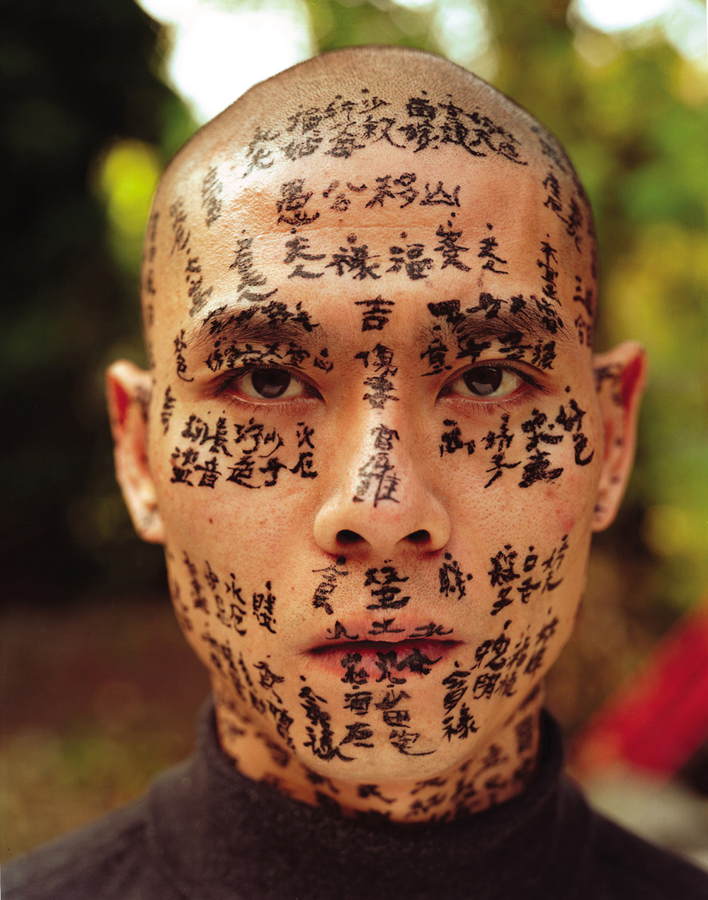"Secret Signs: ZHANG Huan, ""Family Tree"", 2000, Farbfotografie, 127 x 102 cm (Detail) © ZHANG Huan, courtesy M+ Sigg Collection. By donation"