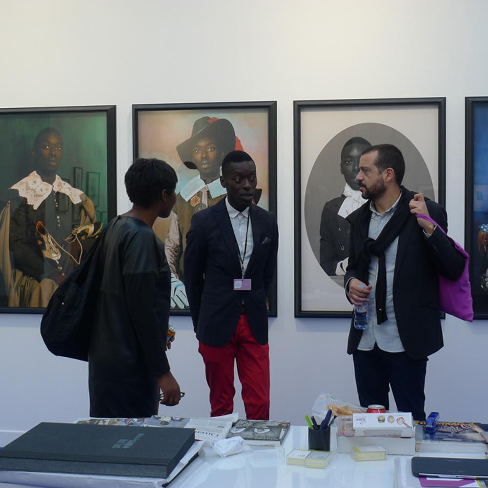 Paris Photo, am Stand der Galerie Magnin-A, Paris, Fotografien von Omar Victor Diop, Foto: Heiko Klaas