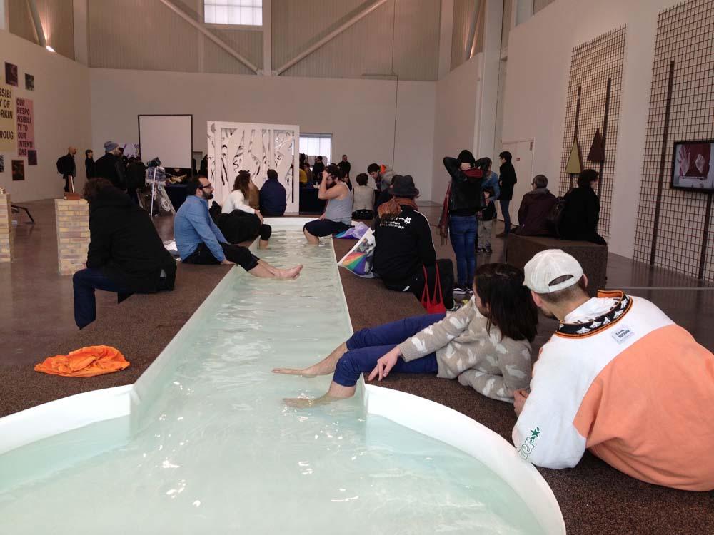 """Triangle: Pool von Clémence Seilles in der Ausstellung """"Moucharabieh"""", Foto: Heiko Klaas"""