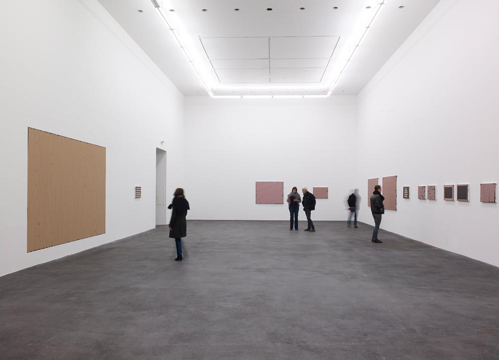 CRAC Sète: CHAIR-Sylvie FANCHON, Ensemble de tableaux Scotch, peinture murale (à gauche), acrylique sur toiles de diverses tailles - Photographe Marc Domage © CRAC LR - février 2015