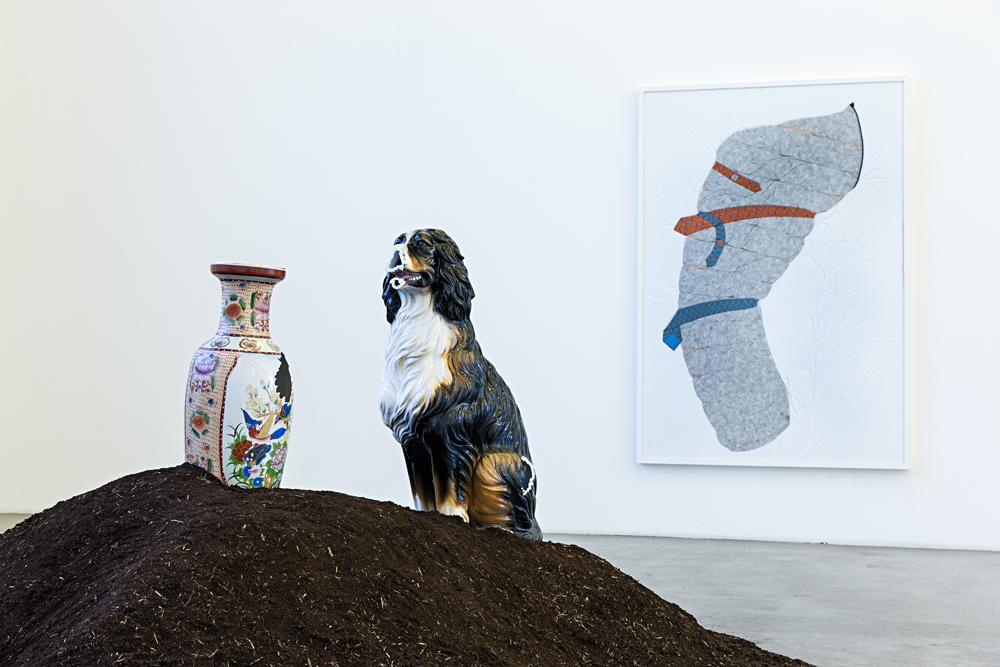 Nina Beier, Cash for Gold, Ausstellungsansicht / exhibition view, Kunstverein in Hamburg, 2015, Foto / Photo: Fred Dott