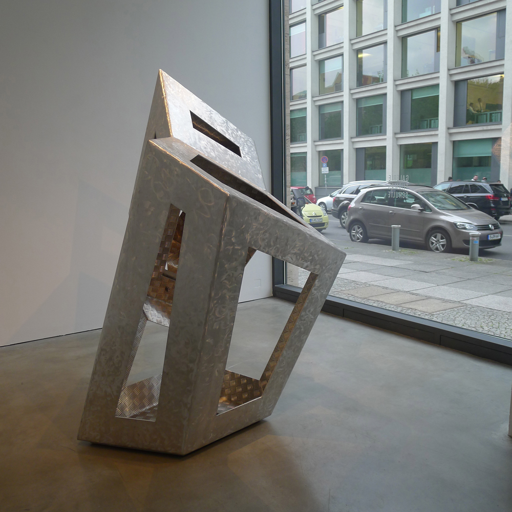 Gallery Weekend: Skulptur von Richard Deacon bei Thomas Schulte, Foto: Klaas