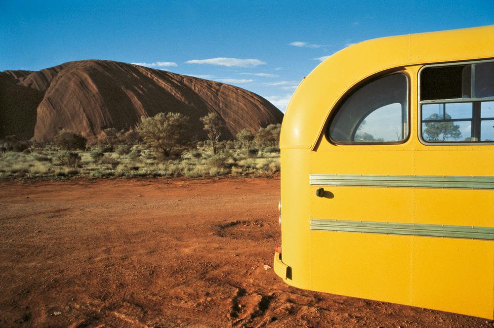 Wim Wenders, Yellow Bus, Uluru, 1977, C-Print, 124 x 163 cm, © Wim Wenders / Courtesy Blain | Southern