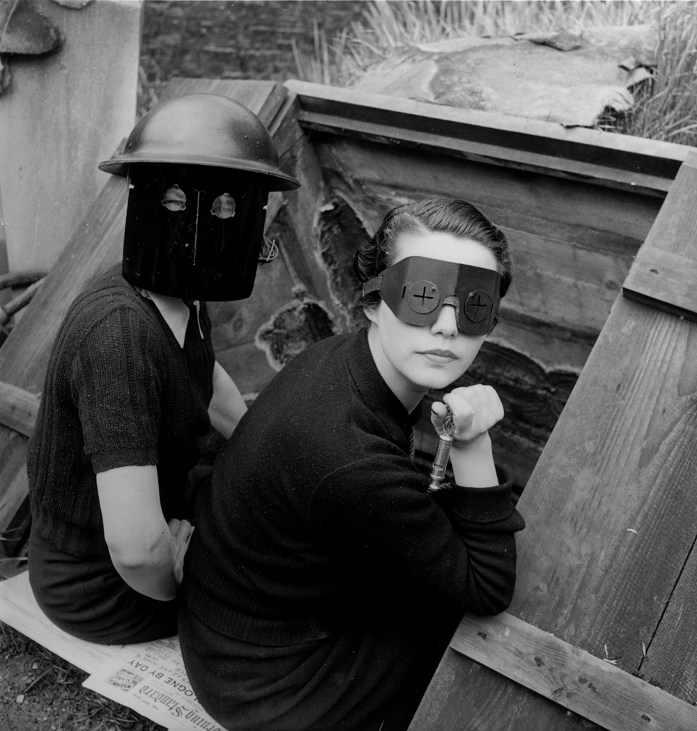 Lee Miller: Brandschutzmasken, London, England, 1941 © Lee Miller Archives England 2015. All Rights Reserved.