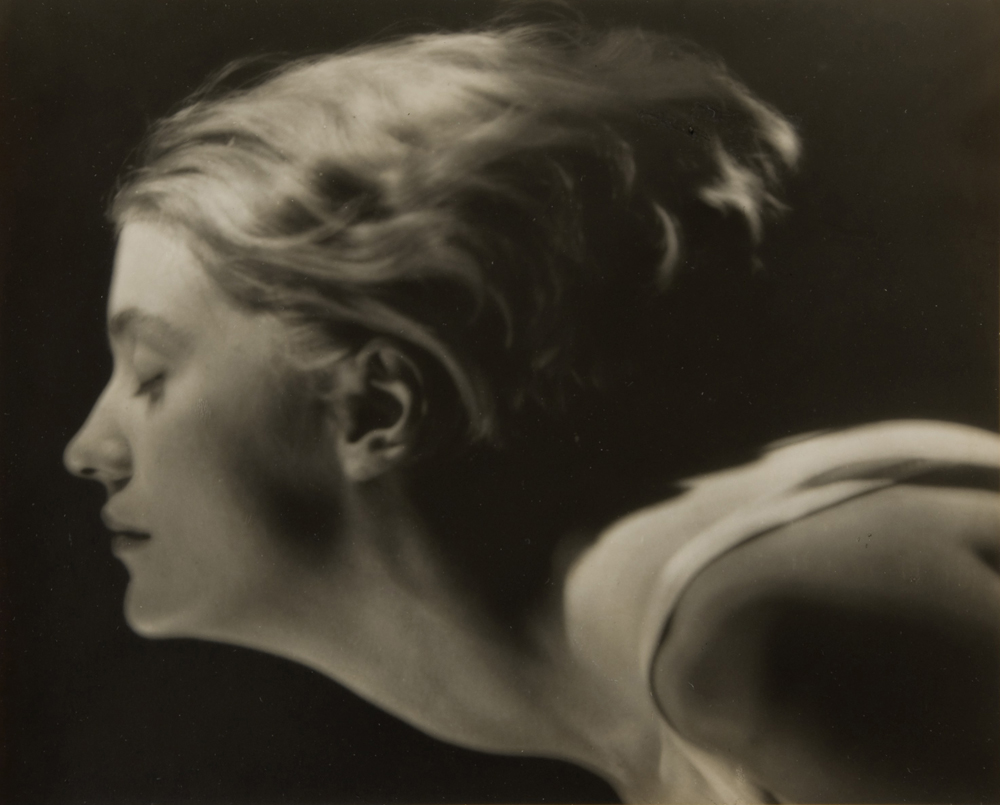 Lee Miller: Man Ray Porträt von Lee Miller, Paris, Frankreich, 1929 © MAN RAY TRUST / ADAGP, Paris / Bildrecht Wien 2015  Courtesy Lee Miller Archives, England 2015. All rights reserved.