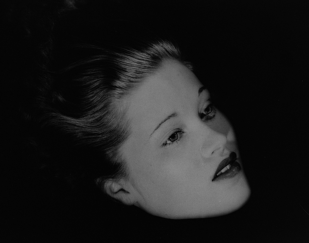 Lee Miller: Schwebender Kopf, Mary Taylor, New York Studio, New York, USA, 1933   © Lee Miller Archives England 2015. All Rights Reserved. www.leemiller.co.uk