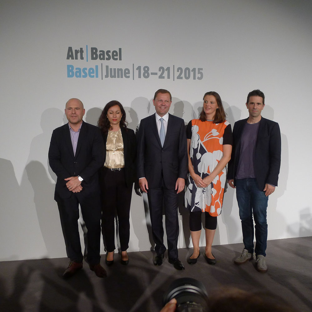 Art Basel: von links nach rechts: Marc Spiegler (Direktor Art Basel), Florenz Derieux (Art Parcours), ein Vertreter des Sponsors UBS, Maxa Zoller (Art Film), Gianni Jetzer (Art Unlimited), Foto: Klaas