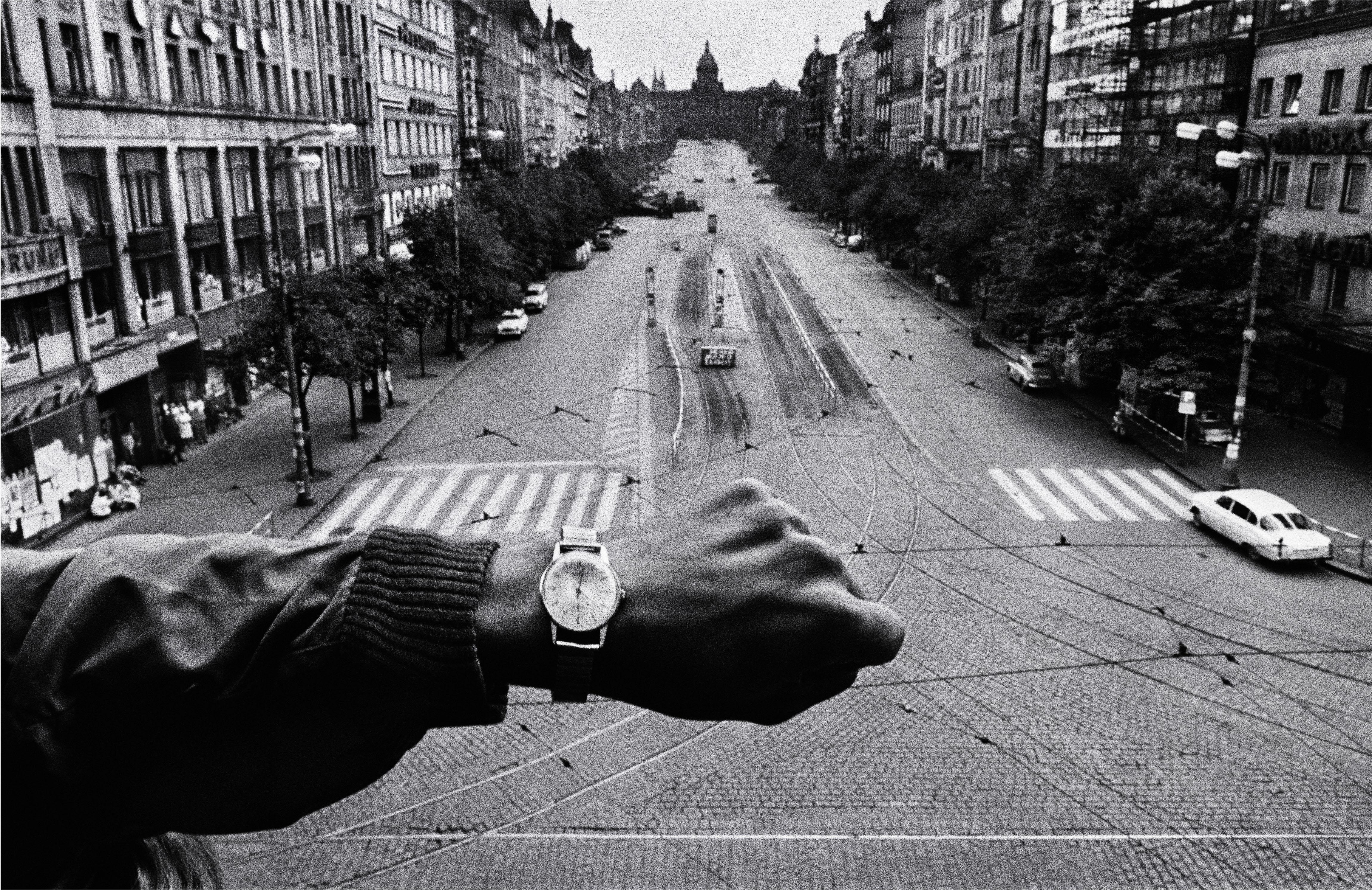 Koudelka: (Mano y reloj de pulsera), 1968, copia de 1990 Cortesía Josef Koudelka/Magnum Photos © Josef Koudelka / Magnum Photos