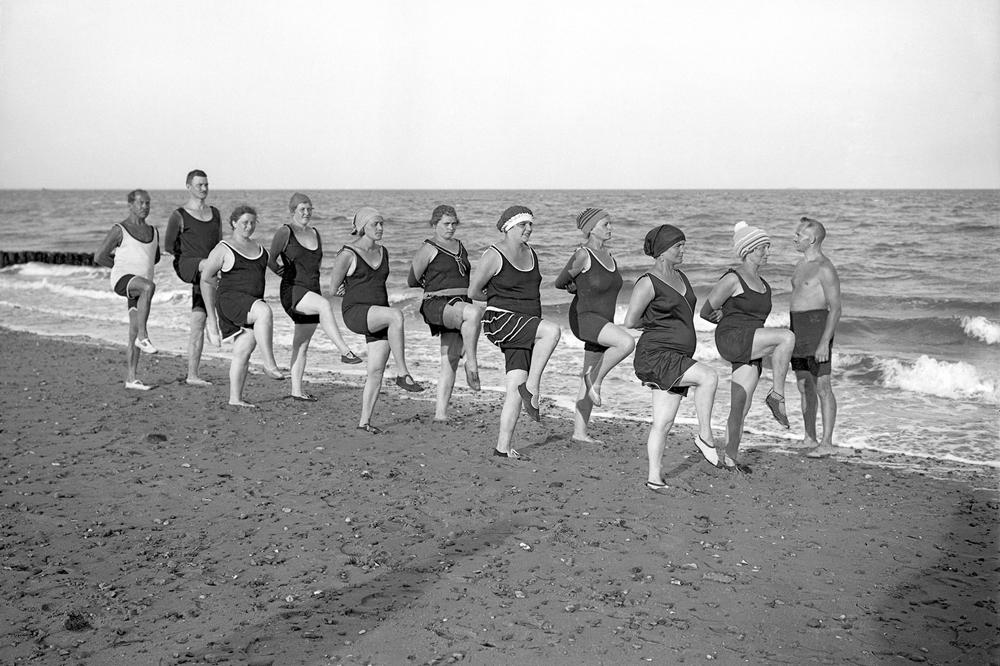 Jugendstil: Strandsport, in Wyk auf Föhr, Sanatorium Carl Gmelin, um 1912, Friesenmuseum, Sammlung Familie Ingwersen, © Fotoarchiv Ingwersen Wyk