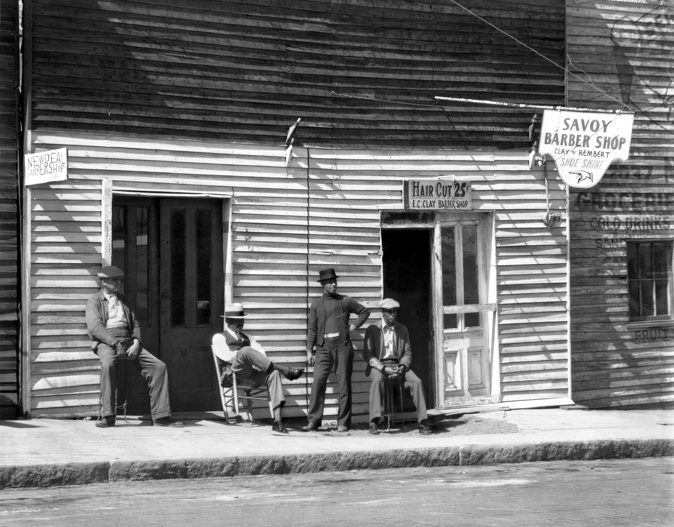 Walker Evans, Barber Shop, Southern Town, 1936,  © Walker Evans