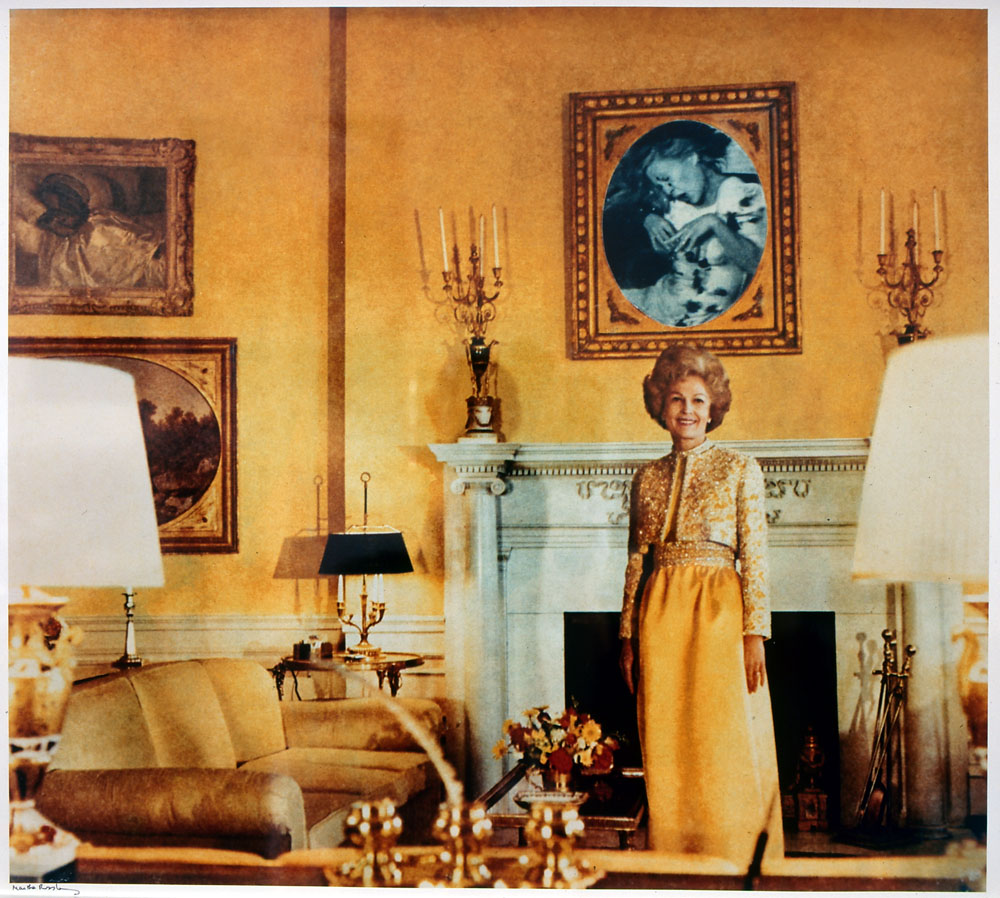 "Mons: Ausstellung ""Parade Sauvage"": • Martha Rosler (1943-), First Lady (Pat Nixon), 1967-1972, photographie couleur, 56 x 70 x 3 cm (avec cadre). Collection Frac Bretagne, Rennes. © Martha Rosler"