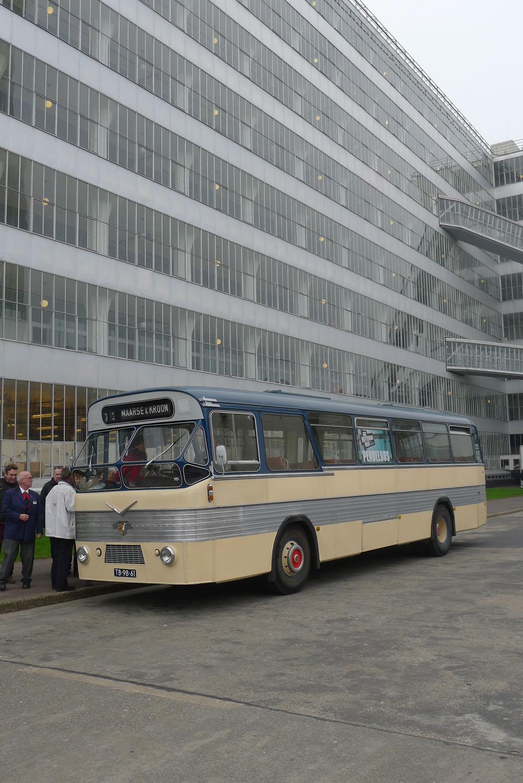 Art Rotterdam: Oldtimer Shuttle-Busse bringen die Art Rotterdam-Besucher zurück in die Stadt, Foto: Heiko Klaas