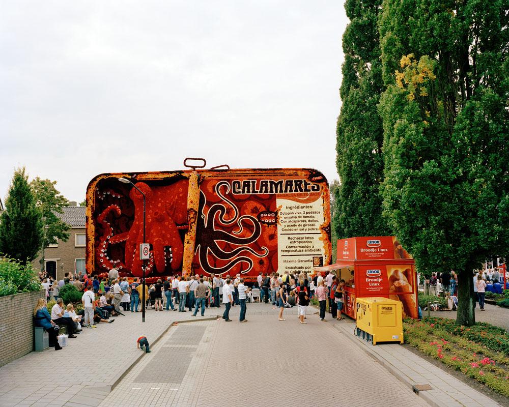 Tom Janssen, entitled: Bloemencorso Zundert, 100x125 cm, 2010