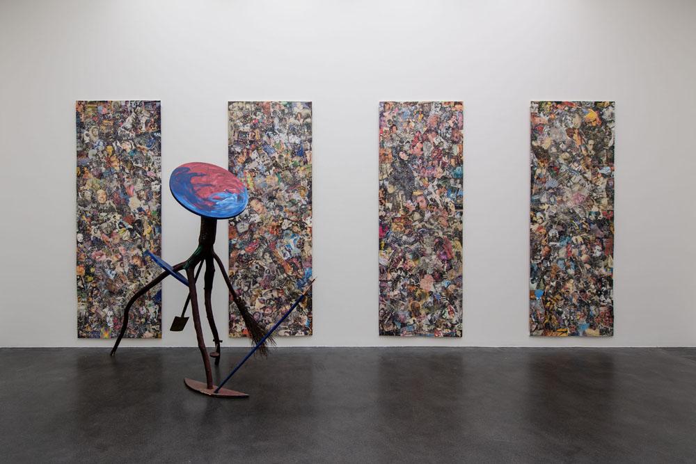 Ausstellungsansicht Kunstmuseum Luzern: (vorne) Michael Buthe, ohne Titel, 1989, Collection S.M.A.K., Stedelijk Museum voor Actuele Kunst, Ghent; (hinten)