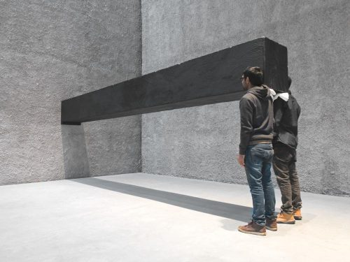 santiago-sierra-object-measuring-600-x-57-x-52-cm-constructed-to-be-held-horizontally-to-a-wall-2001-2016_courtesy-the-artist_photo-roman-maerz1