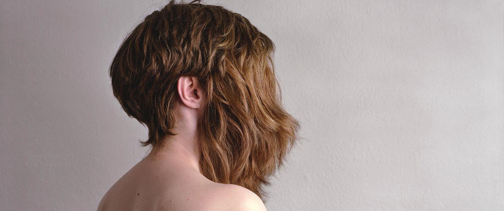Frauen, die ihr Haar bedecken
